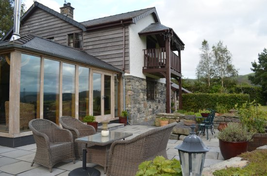 Frongoch, UK: Comfortable patio