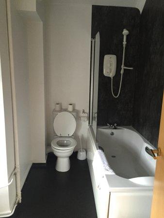 Kirriemuir, UK: Bathroom Airlie Arms