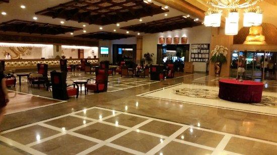 Royal Dragon Hotel: 20160912_213742_large.jpg