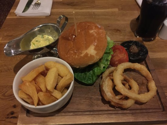 Tormarton, UK : great burger and chips