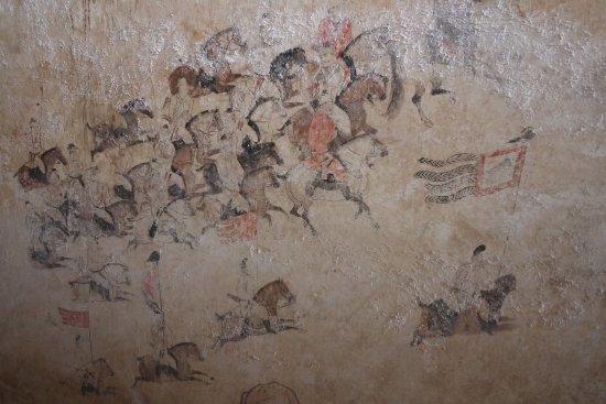 Qian County, Cina: 章懷太子墓以狩獵和馬球圖聞名