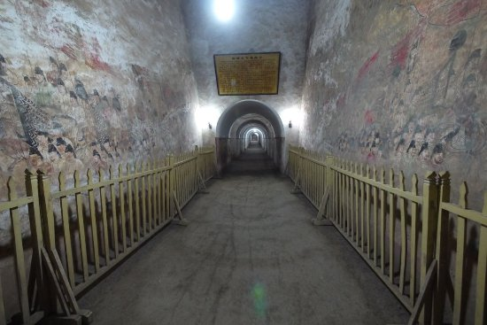 Qian County, Cina: 墓道兩側壁畫