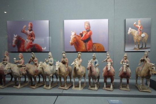 Qian County, Cina: 墓室旁有一個小小的博物館