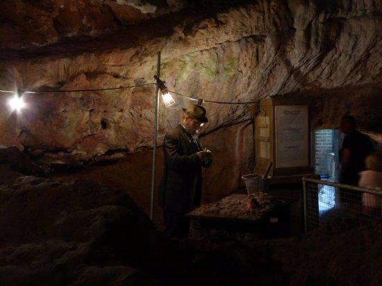 Kents Cavern: Darstellung der historischen Ausgrabungen in Kent's Cavern in Torquay