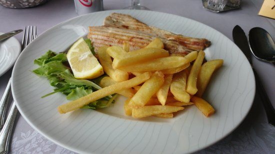 Мейна, Италия: Trout from the grill with fries
