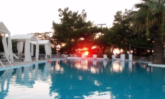 Vatopedi, Grecia: Sunset at the pool