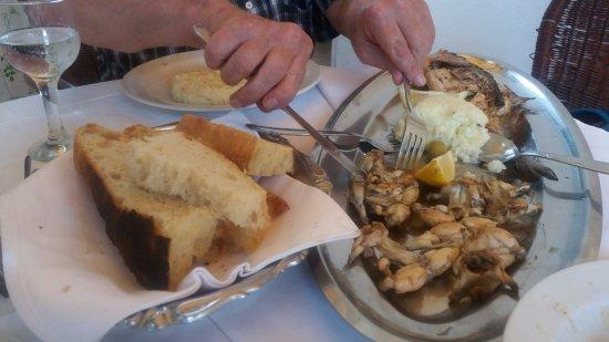 Ploce, Kroatien: Żaby pieczone