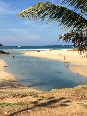 Rawai, Thailand: Ansicht von der Straße zum  Strand (links geht es natürlich noch weiter)