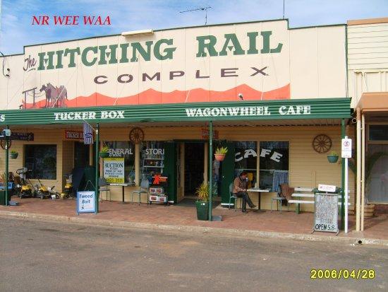 Surat, Αυστραλία: Helen snacking