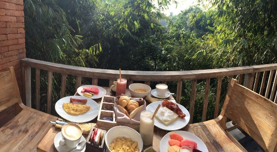 KajaNe Yangloni Private Boutique Health & Leisure Centre: The Breakfast with the view
