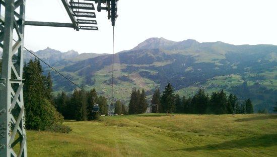 Lenk im Simmental, Zwitserland: Montée en cabine au Betelberg