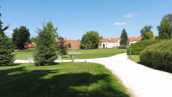 Godollo, Hungría: Jardín y palacio al fondo