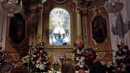 Iglesia de San Jaime y Santa Ana: Interior del templo