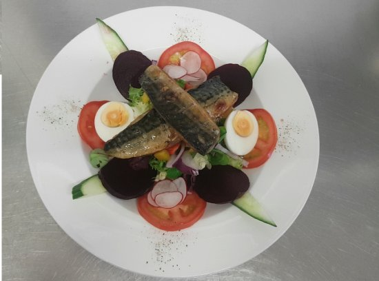 Ticehurst, UK: Smoked Mackerel Salad