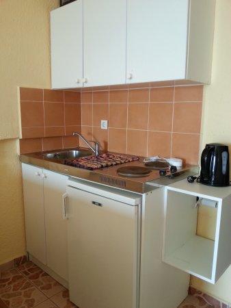 no sé si puedes llamar esta cocina, sucia - Picture of Cretan ...