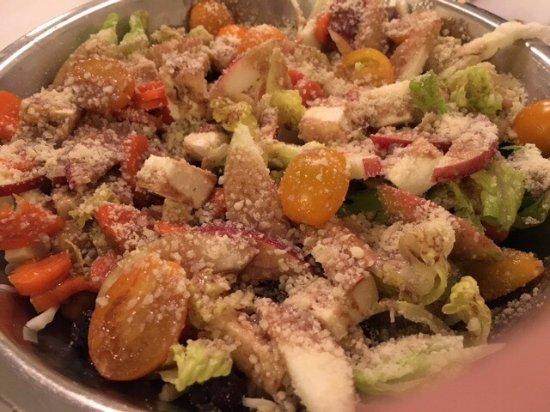 Pittsfield, ماساتشوستس: Salad at Elizabeth's