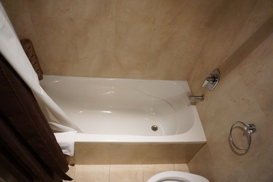 Palermo Place by P Hotels: tub