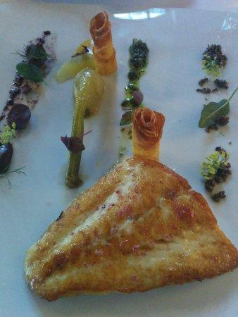 Buren an der Aare, سويسرا: Ein kunstvolles Bild auf dem Teller