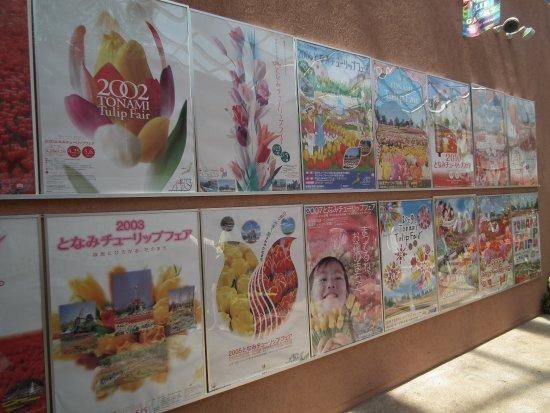 Tonami, Japan: チューリプフェアーの各種ポスター