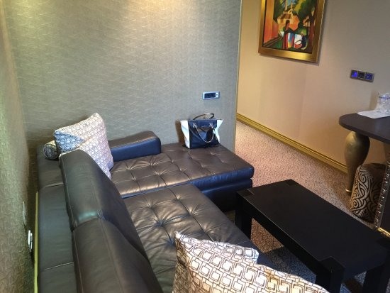 deluxe suite - wohnzimmer - couch - picture of hotel talija, banja ... - Wohnzimmercouch