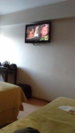 Embajador Hotel: La imagen de la tele no es la mejor pero pasa