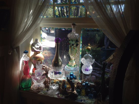 Hollywood Bed & Breakfast: Dining room window