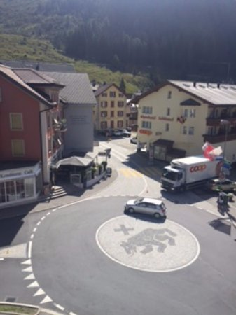Hotel Monopol-Metropol: The roundabout beside the hotel-the way to the Oberpass