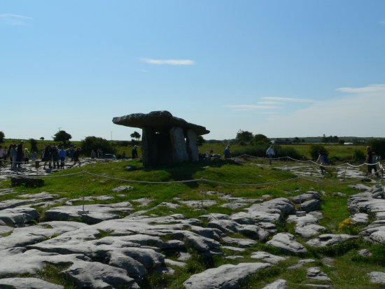 Caherconnell, Irlandia: the tomb