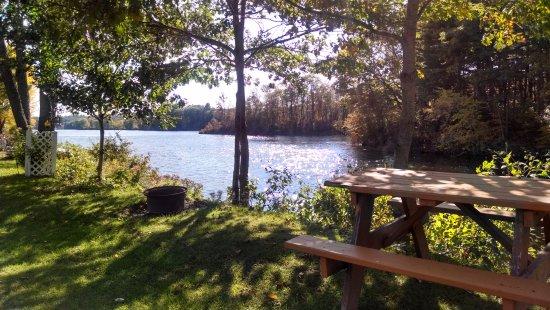 Skowhegan, เมน: camp site along the river