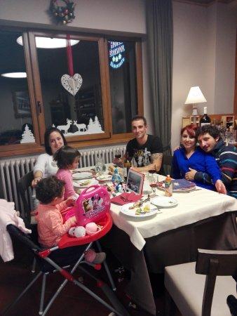 Fiumalbo, İtalya: Tutti insieme a cena