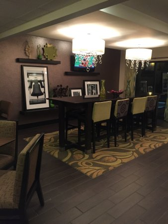 Hampton Inn Harrisburg / Grantville / Hershey: More lobby seating