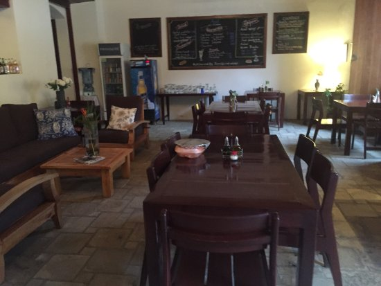 Azul Restaurante: Azul offers great space with very friendly service.