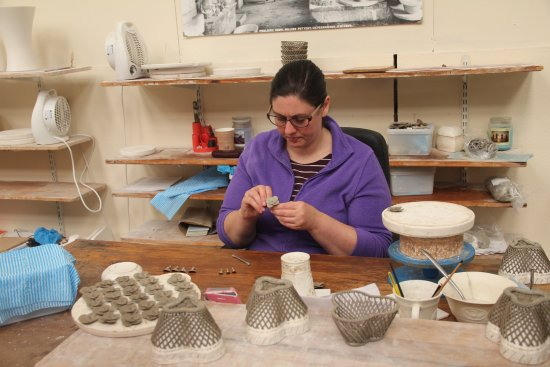 Belleek, UK: Making pottery baskets