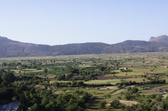Lasithi Prefecture, Grecja: посещать лучше не в жаркую погоду и мне кажется на авттобусе это утомительно.Красота и простор!