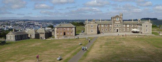 Ausblick auf Pendennis Castle und Falmouth im Hintergrund