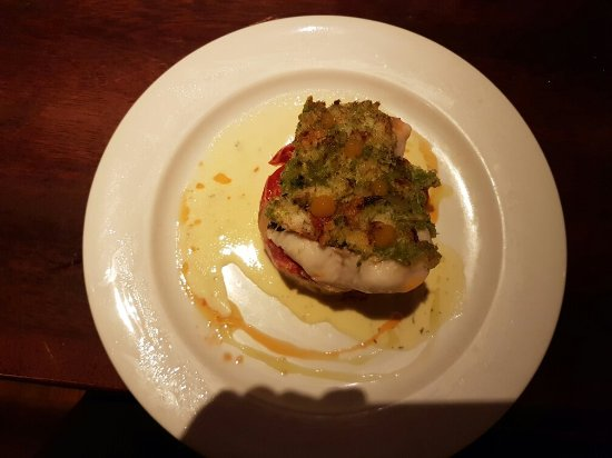 The Tavern Bar & Restaurant: Lovely food. Fresh Lobster and Hake