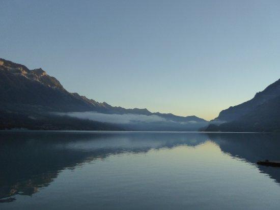 Boenigen, Suiza: lake brienz across the road
