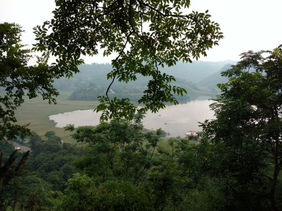 Haryana, อินเดีย: Lake view from waterfall(waterfall is not good)