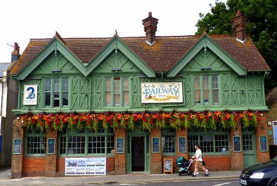 The Railway Inn: just a ONE minute walk from Portslade Station