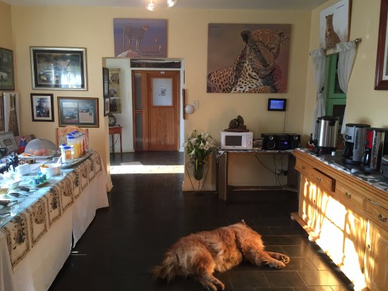 Wayfarers Guest House: Anrichten für das opulente Frühstück