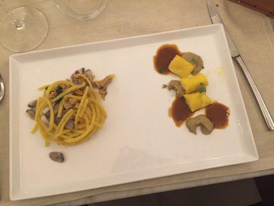 Ponte a Ema, إيطاليا: Spaghettoni con telline e bottarga, raviolini di scampi