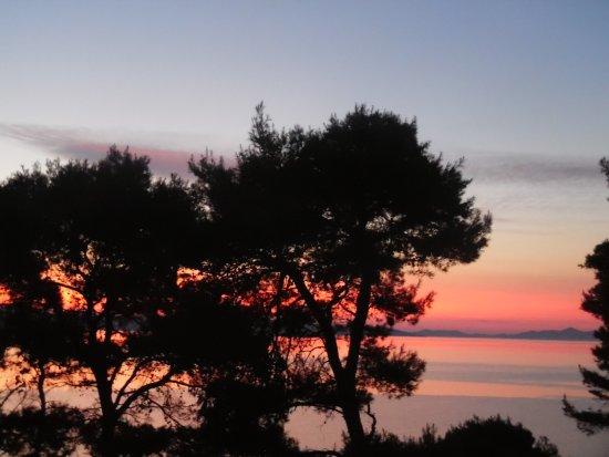Bozava, Kroasia: Der Sonnenaufgang von unserem Balkon aus