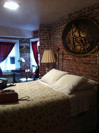 Chateau Tivoli Bed & Breakfast: Une des deux chambres de la suite Lillie Langtry