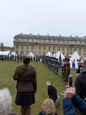 Lever des couleurs -reconstitution 14/18--Journées du patrimoine château de Vincennes Sept 2016