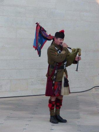 Joueur de cornemuse écossaise--Journées du patrimoine château de Vincennes Sept 2016