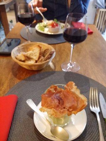 Cremieu, France : velouté de courgettes aux chips de jambon