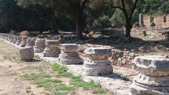 Antik Olympia (Archaia Olympia): Met wat verbeelding kan je je hier een prachtige tempel voorstellen