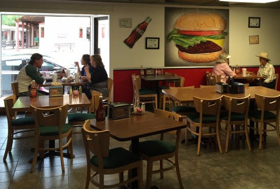 Hall of Flame Burgers: Dining area