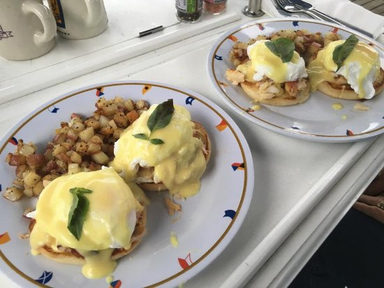 Bellingham, WA: Breakfast Crab Benedict - Crab caught right off the boat