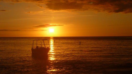 Sunset Bay Club & SeaSide Dive Center: A admirer chaque soir